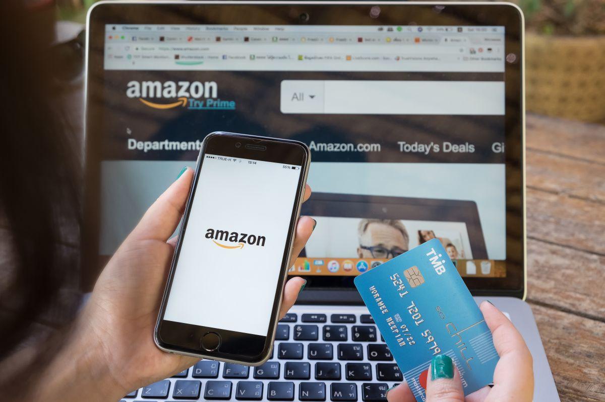 Una ONG hackea Amazon para visibilizar las duras condiciones de vida de los migrantes en Europa
