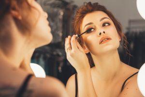Los 5 mejores productos Covergirl para incluir en tu rutina de maquillaje diario