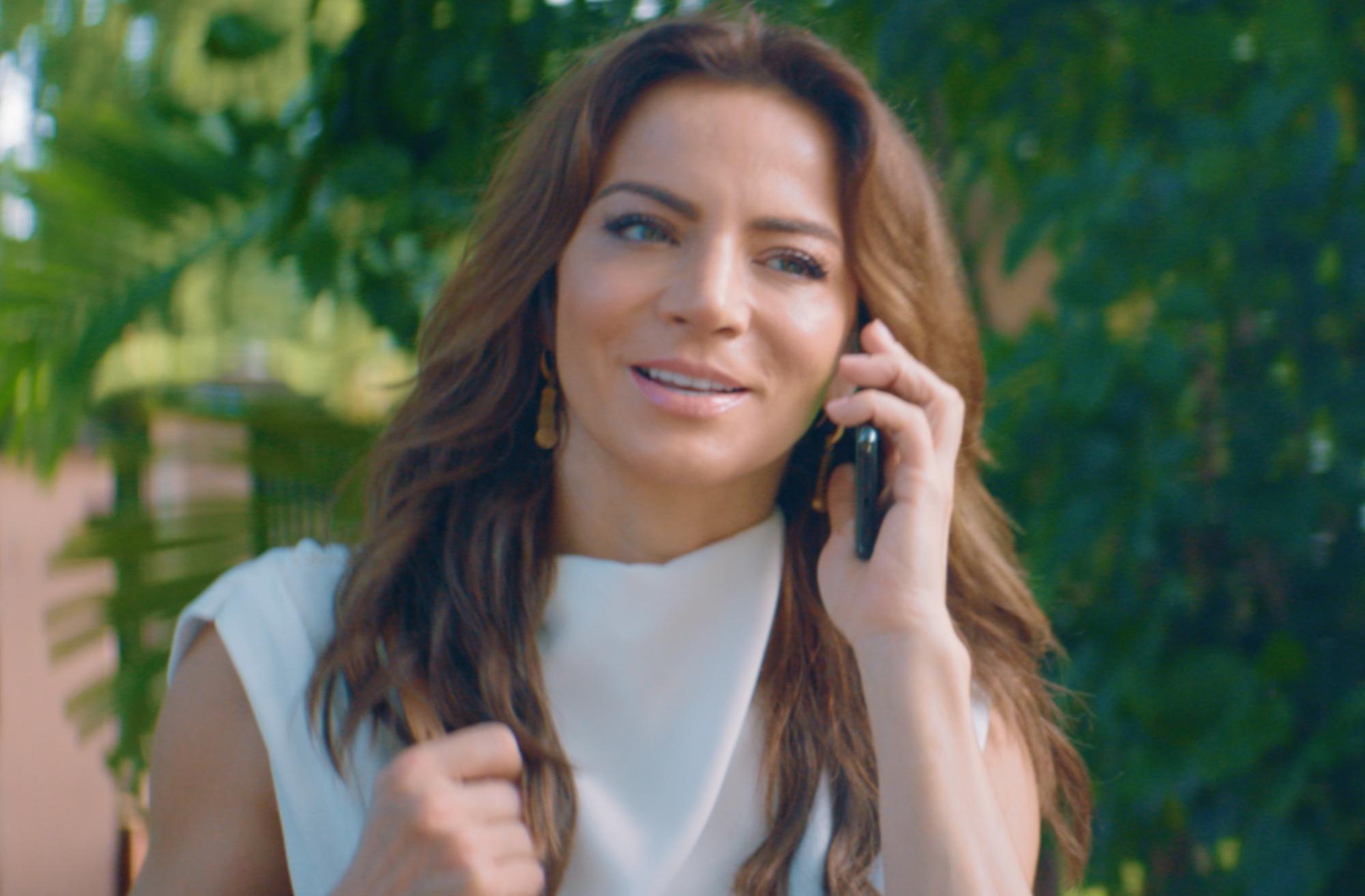 Silvia Navarro es Loli en la nueva comedia de Telemundo