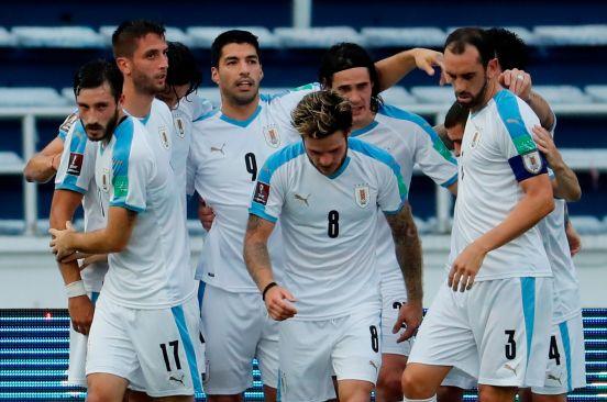Uruguay celebra el gol anotado por Luis Suárez.