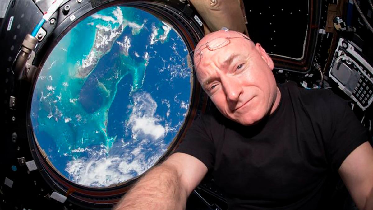Kelly no le cierra la puerta a volver al espacio.
