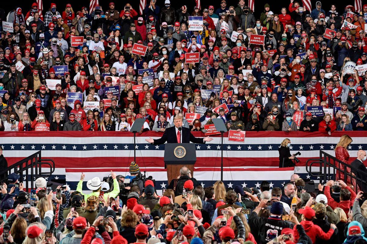 Trump en Georgia: las mismas quejas, falsas acusaciones y 10,000 personas sin mascarillas