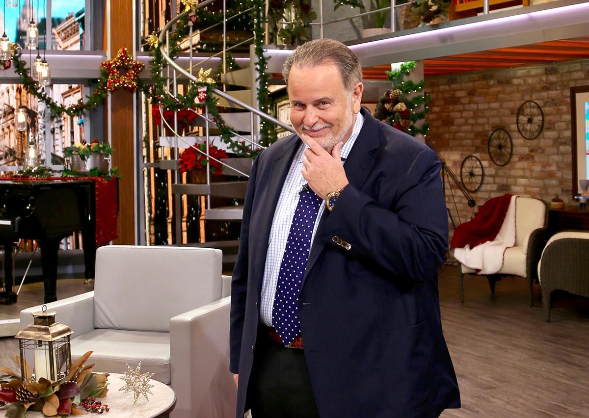 Raul de Molina se convierte en cupido, lo tachan de 'ridículo' y lo comparan con una botella