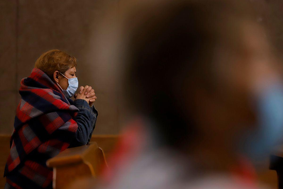 Condado de Los Ángeles recomienda evitar servicios religiosos al interior de iglesias por Navidad