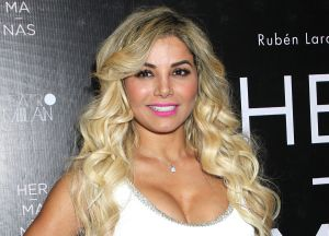 Aleida Núñez presume su escultural cuerpo en bikini amarillo y sus fans le dejan cientos de halagos