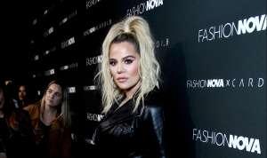 Khloé Kardashian se quitó el sostén para aparecer a todo color con botas altas y una tanguita a juego