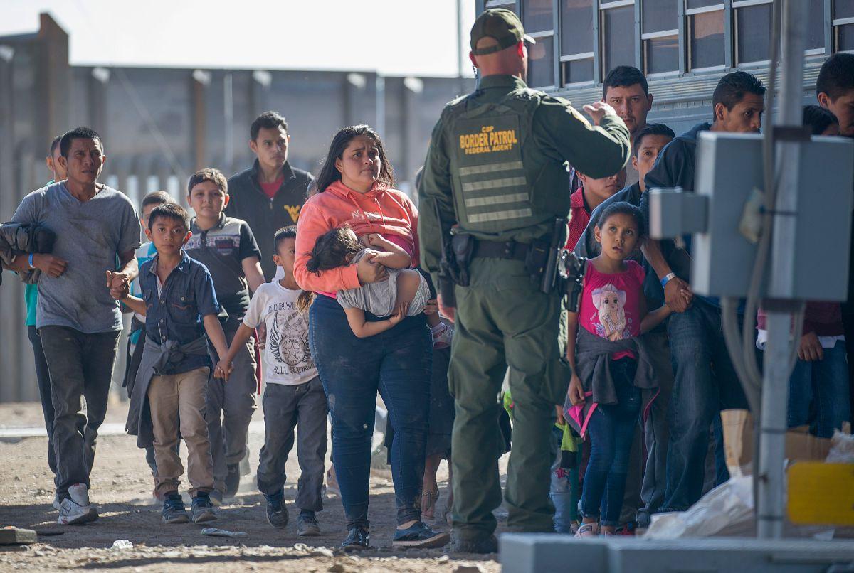 Gobierno de Trump firma acuerdos para detener cambios a leyes migratorias durante 180 días