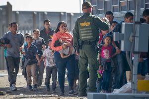 Fiscales de 21 estados lanzan cruzada contra reglas de asilo de Administración Trump