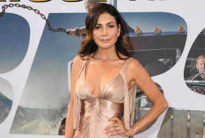 En video, Patricia Manterola presume cuerpazo con diminuto bikini rojo