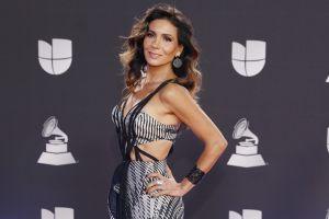 """Con pose de """"Chica Bond"""", Paty Manterola presume su belleza en bikini desde el Caribe Mexicano"""