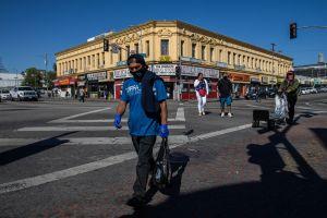 Más afectados y con peores condiciones para recuperar sus ingresos: así es la vida de los hispanos en California