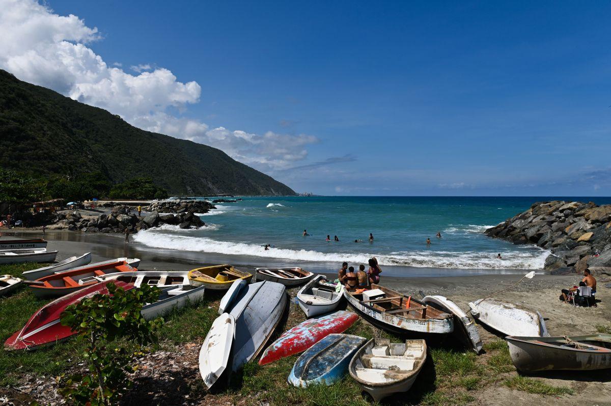 Los pobladores han recuperado anillos de oro de la playa venezolana.