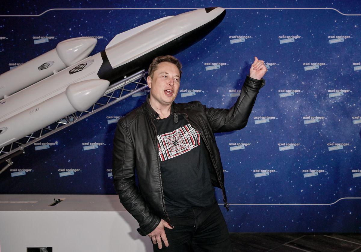 SpaceX bate récord: Lanza 143 satélites en un solo cohete y envía hasta cenizas humanas