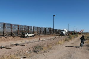 Trump visitará la frontera de Texas con México junto al gobernador Greg Abbot