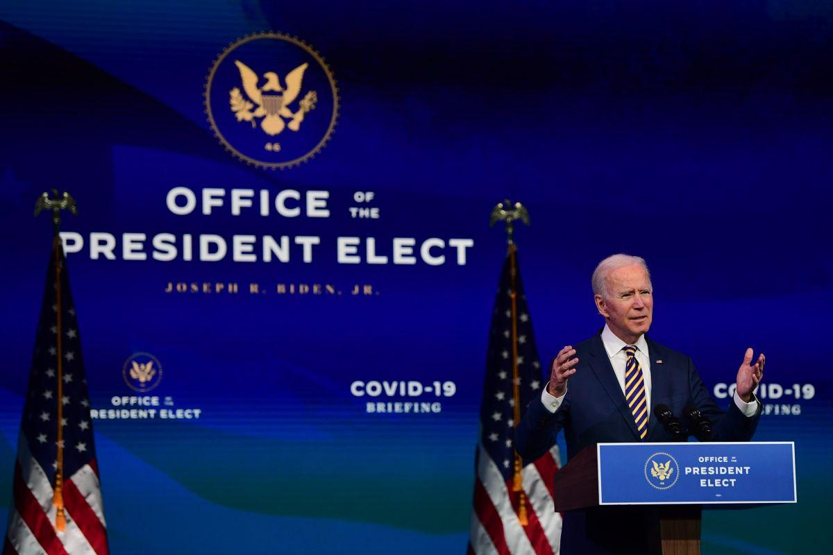 """Biden ataca a Trump por el """"desastre humanitario"""" en la frontera sur"""