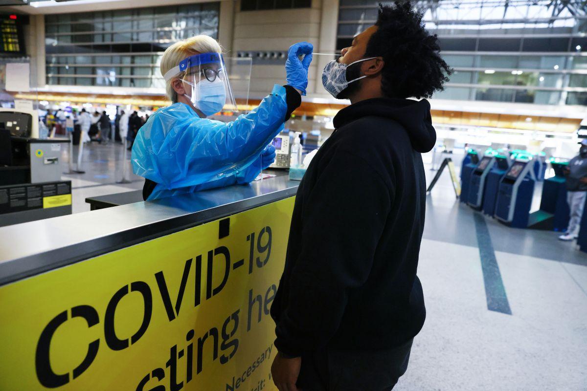 EE.UU. exige a viajeros internacionales mostrar pruebas negativas de Covid-19