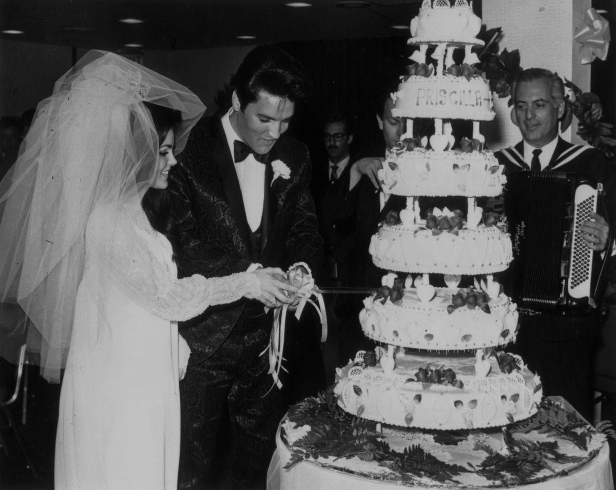 Malvenden la mansión futurista de Palm Springs donde Elvis Presley pasó su luna de miel