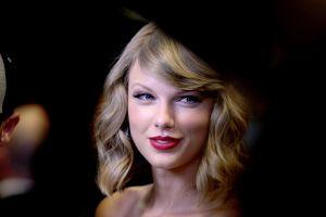 Taylor Swift le dona $13 mil dólares a una madre soltera que ya no podía pagar la mensualidad de su vivienda