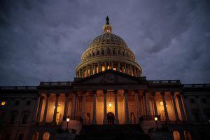 El Senado vota a favor de un debate de 20 horas sobre el proyecto de ley de estímulo
