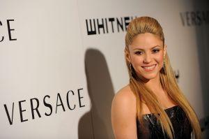 """Shakira aparece en """"Girl Like Me"""" con los Black Eyed Peas, deslumbra con su baile y un fabuloso """"Moonwalk"""""""