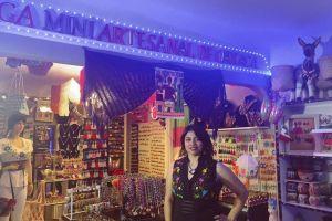 Inmigrante oaxaqueña abre negocio de artesanías en plena pandemia