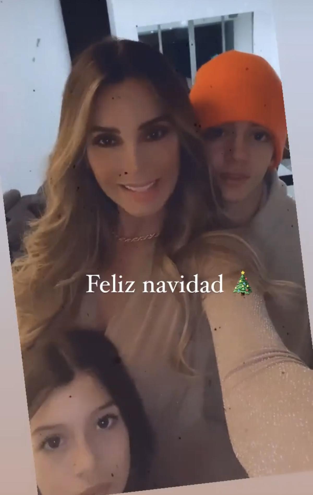 Elizabeth Gutierrez junto a sus hijos