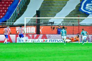 Los mejores memes del supuesto arreglo entre JJ Macías y Rodolfo Cota para evitar la derrota de Chivas