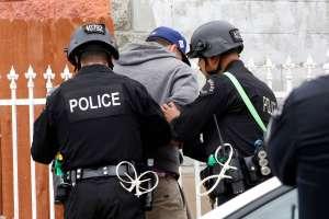 Agente latino presenta demanda contra el LAPD