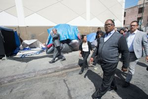 Concejal de Los Ángeles lanza plan para lidiar con la falta de vivienda