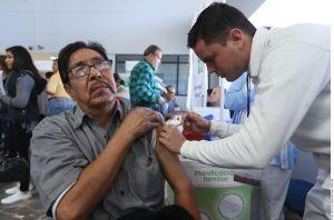 Vacunación contra COVID-19 en México está por iniciar; serán 250,000 dosis iniciales de Pfizer, adelanta AMLO