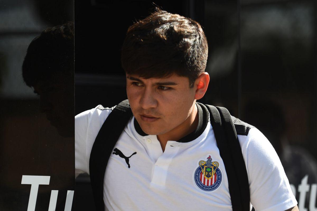 Chivas sigue sin acomodar a 'Chofis' López en otro equipo debido a su millonario salario