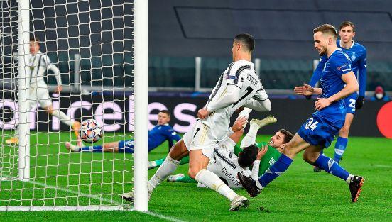 Cristiano le quitó el gol a su compañero en la línea.