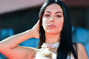 Georgina Rodríguez luce al máximo su retaguardia con un microbikini casi imperceptible