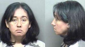 Descubren a maestra hispana de Texas con estudiante desnudo; ella estaba desnuda de la cintura para abajo en un vehículo
