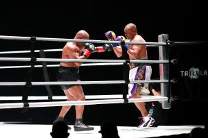 Gran negocio: La pelea de exhibición de Mike Tyson y Roy Jones Jr recaudó 60 millones de dólares