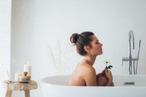¿Qué puede hacer por ti un baño espiritual? Conoce cómo hacerlo y sus beneficios