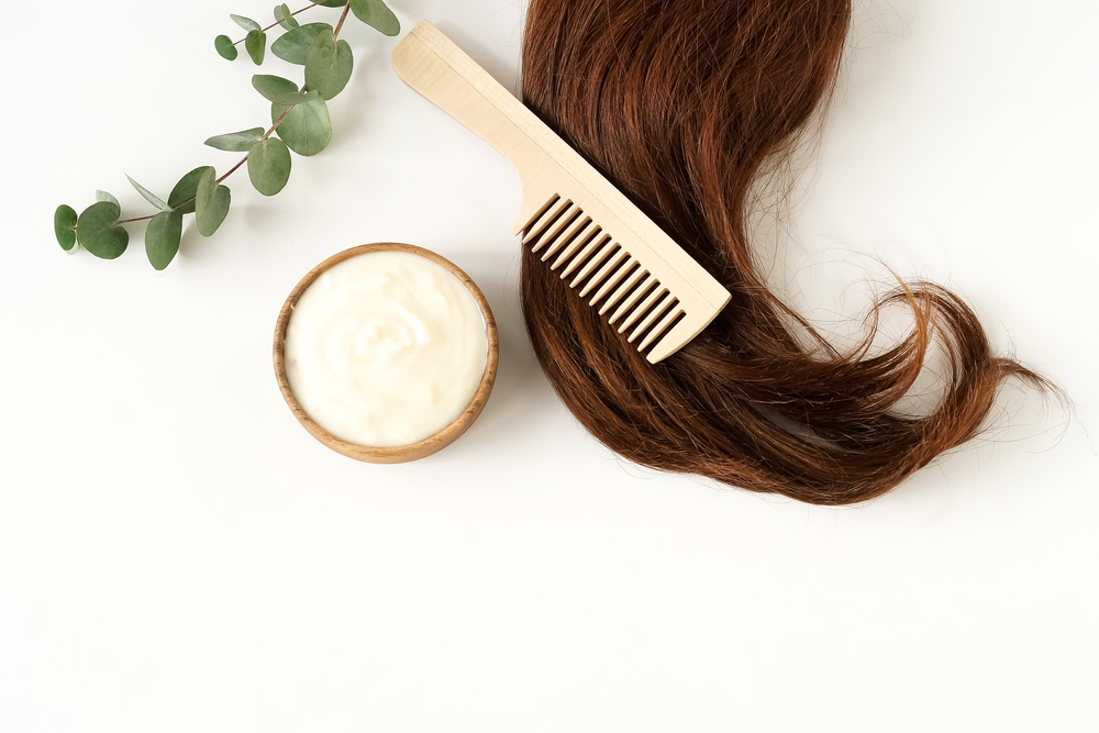 Mascarillas naturales para el cabello por menos de $15 dólares que lo repara y aporta brillo