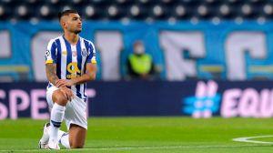 """VIDEO: El Manchester City se cansó de patear durante todo el partido al hábil """"Tecatito"""" Corona"""