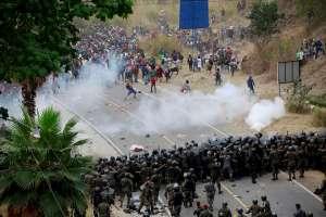 VIDEO: Fuerzas de seguridad de Guatemala detienen con violencia caravana migrante hondureña