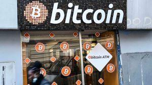 Arrojó a la basura disco duro con más de $300 millones de dólares en Bitcoin, ofrece millones a quien le ayude a recuperarlo