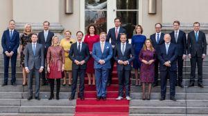 """""""Le arruinaron la vida a gente inocente"""": el escándalo que hizo dimitir en bloque al gobierno de Países Bajos"""