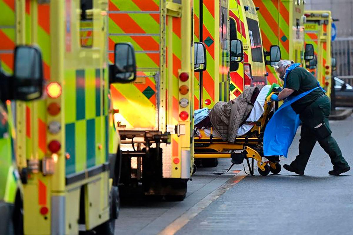 Coronavirus: qué errores se cometieron en Reino Unido para que se convirtiera en el primer país europeo en superar las 100,000 muertes por covid-19