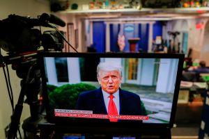Miembros del gabinete y legisladores analizan inhabilitar a Trump por incapacidad