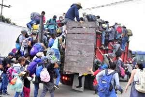 Caravana migrante busca llegar a Estados Unidos; México exhorta a Honduras contener desplazamiento