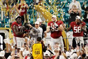 El Rey es carmesí: Alabama campeón nacional del fútbol americano colegial, apalea 52-24 a Ohio State