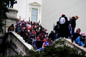 Video captó agonía de joven policía en asalto salvaje al Capitolio durante certificación electoral de Biden