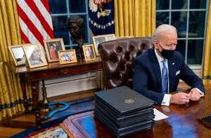 César Chávez, el líder de origen mexicano cuyo busto ocupa un lugar privilegiado en la oficina de Biden
