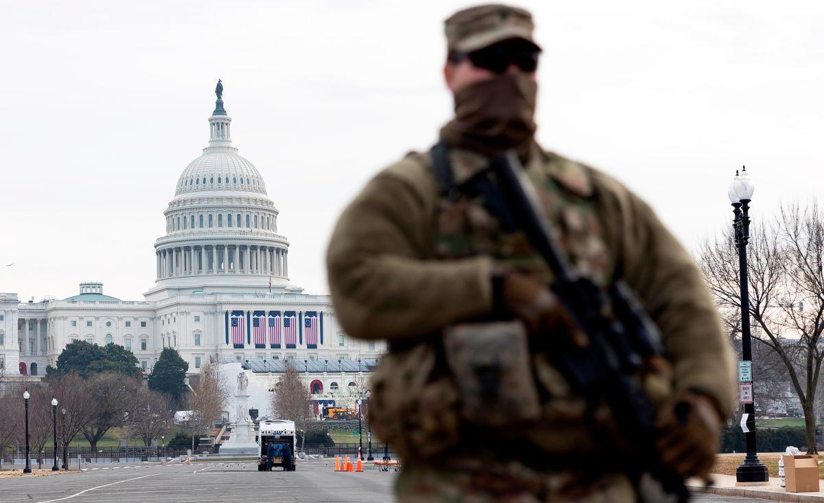 """Autoridades alertan sobre plan de extremistas de """"volar el Capitolio"""" durante discurso de Joe Biden"""