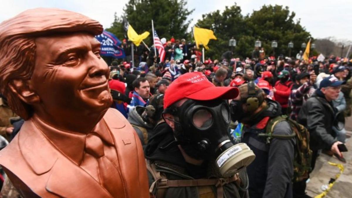 Por qué el asalto al Capitolio no llega a ser un golpe de estado pero acerca a EE.UU. a las democracias frágiles