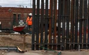 Advierten a empresas constructoras que deben parar las obras del muro fronterizo